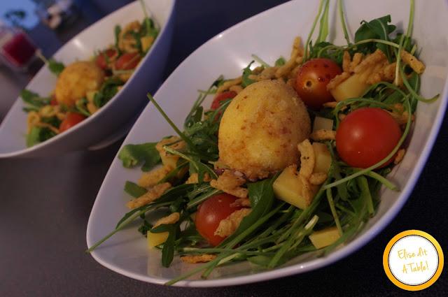 Oeuf mollet frit et sa salade craquante