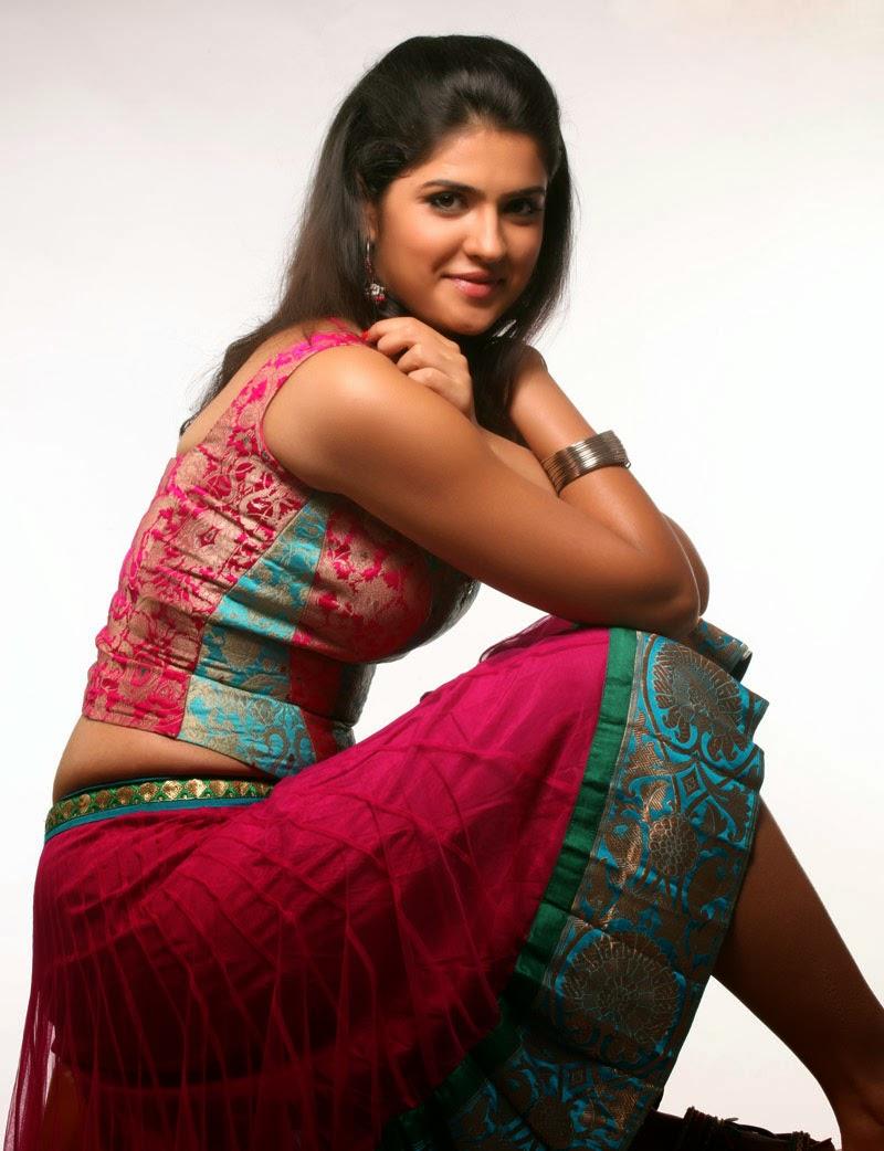 Deeksha seth bollywood actress lekar hum deewaana dil unseen bra tight big huge cleavage pics hd