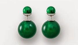brincos tribais Mise En Dior pérolas de resina verde
