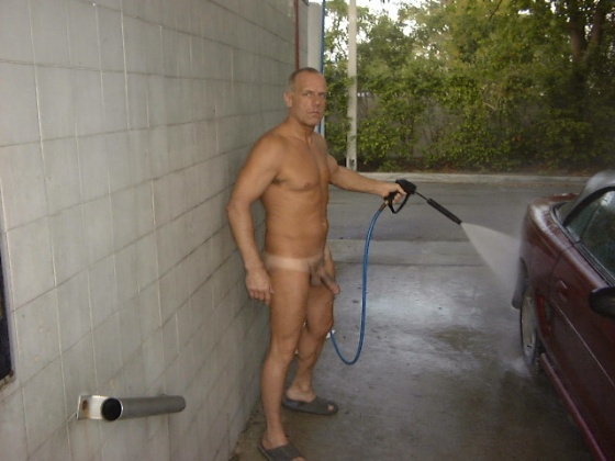 men naked car wash