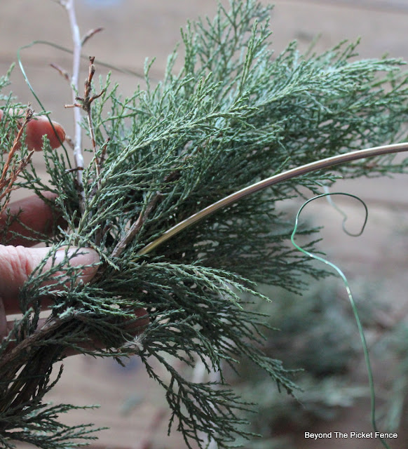 wreaths, Christmas decor, DIY, rustic Christmas, http://bec4-beyondthepicketfence.blogspot.com/2015/12/12-days-of-christmas-day-11-how-to-make.html
