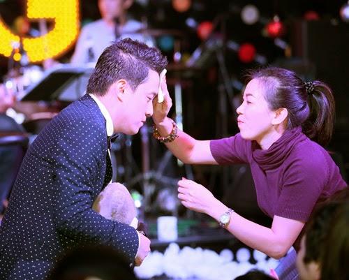 Lam Trường bày tỏ tình cảm với fan giấu mặt