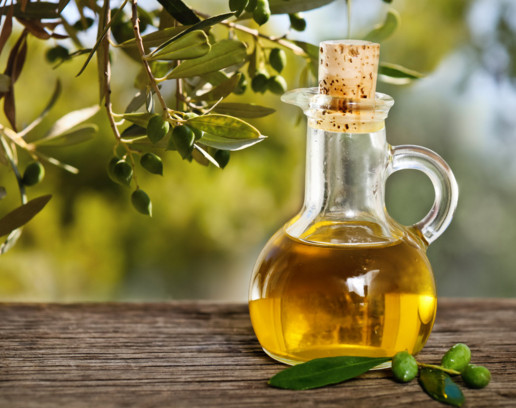 Cách làm trắng da bằng dầu olive và sữa tắm