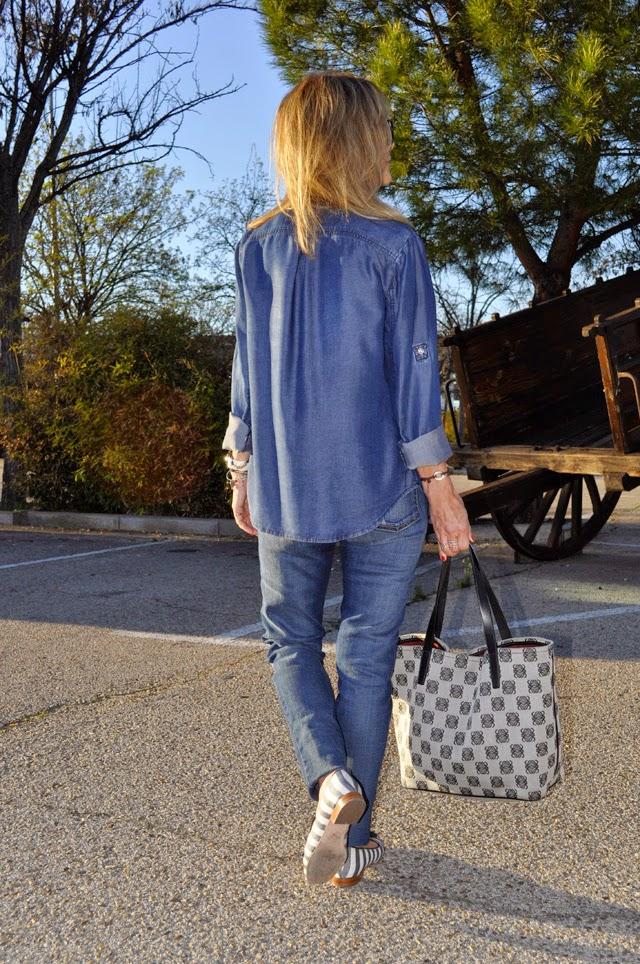 Combinar denim on denim , Paige Denim jeans, Mango shirt, Loewe Tote bag
