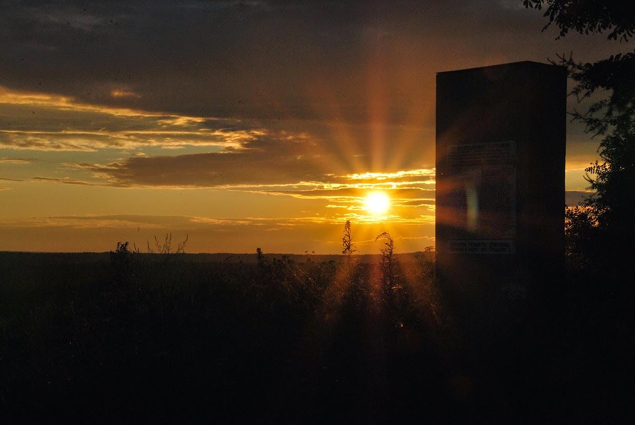 Закат у памятника красноармейцам
