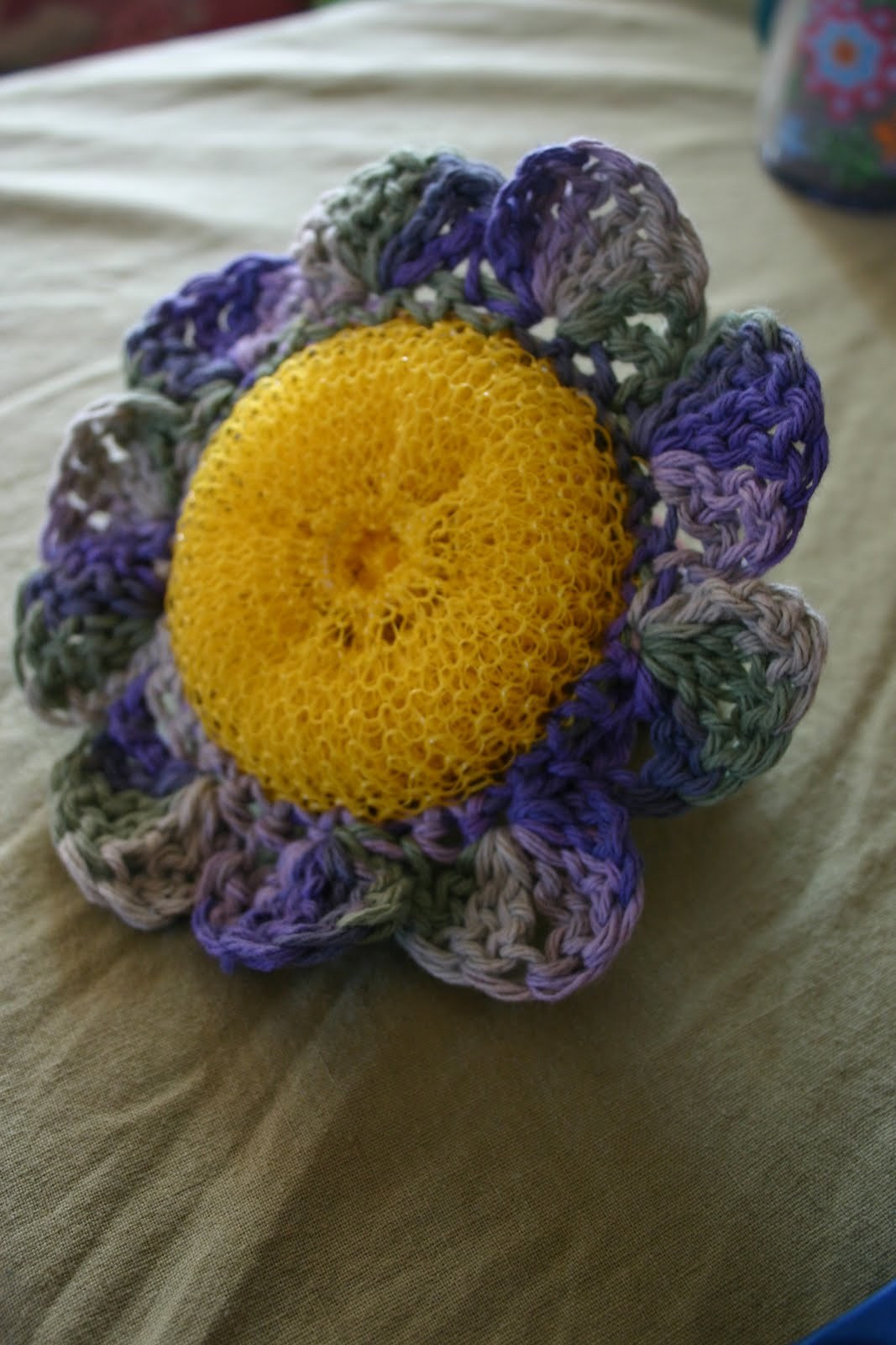 Free Pattern Crochet Nylon Pot Scrubbers : Mark and Francine: Crochet Flower Scrubby