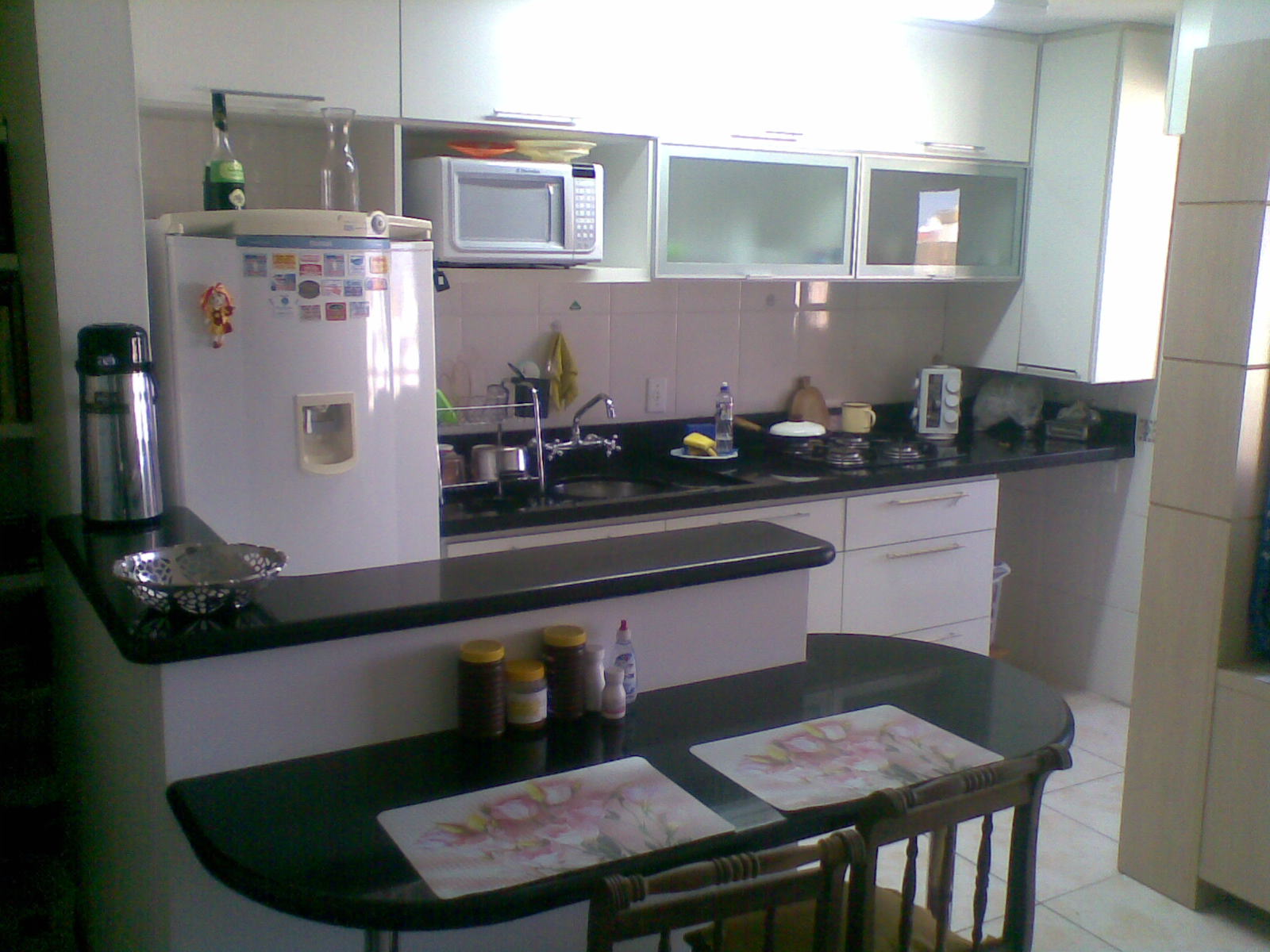 Pin Cozinha Mobiliada Area De Tanque Ventilador Teto No Quarto E Na on  #675E4C 1600 1200