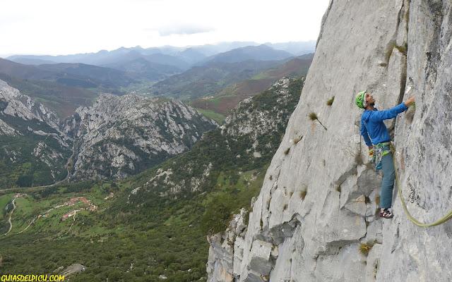 Fernando Calvo Guia de alta montaña UIAGM en Picos de Europa, escaladas guiadas