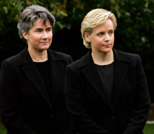 DICK CHENEY'S LESBIAN DAUGHTER TIES THE KNOT.