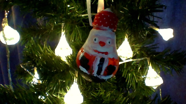 10 Christmas Activities for Kids  Painted Lightbulb Ornament