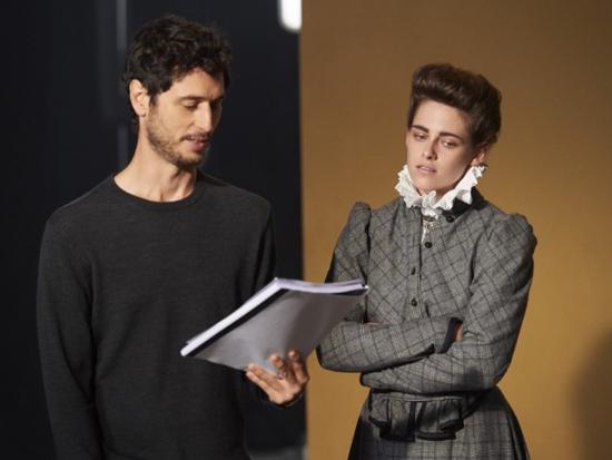 Sim  Kristen Stewart, a Bella de Crepúsculo, vai viver a jovem Coco Chanel  no novo curta metragem dirigido por Karl Lagerfeld. 5ddd089fd9