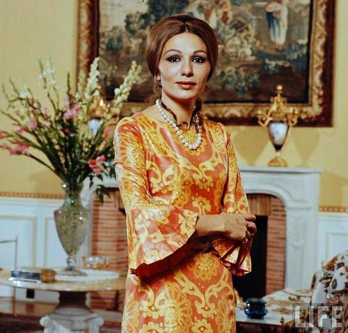 Belle de jour farah pahlavi empress of iran for Shah bano farah pahlavi