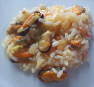Arroz picante de verduras y mejillones