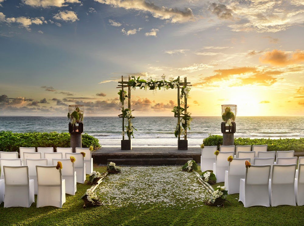 BALI BEACH WEDDING AT W RETREAT & SPA SEMINYAK BALI BY DELUXSHIONIST LIFESTYE fASHION BLOG FOR BRIDESTORY