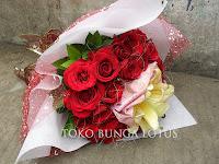 Hand bouquet , bunga tangan , hadiah ulang tahun, bunga graduation