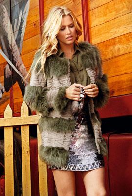 falda de lentejuelas y abrigo fiesta