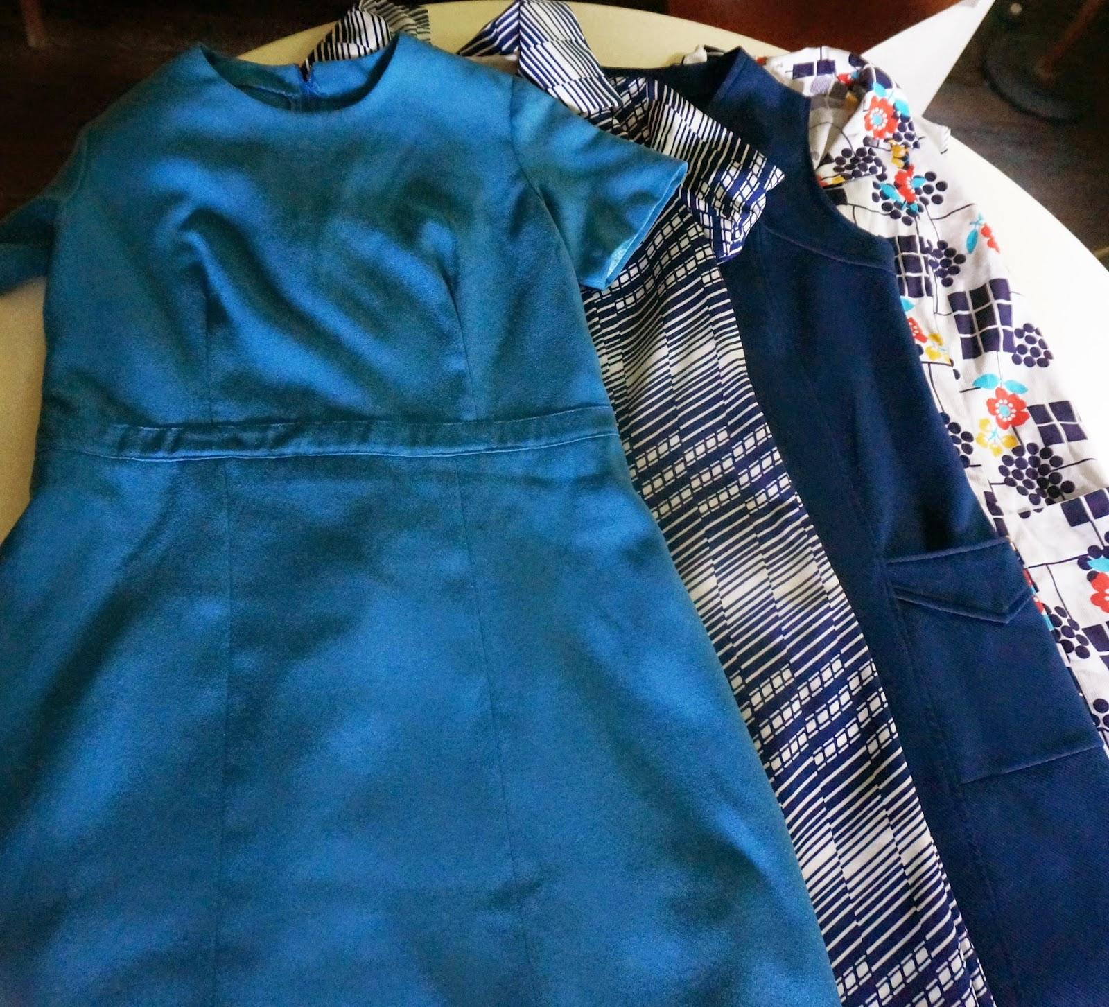 60s Genie bottle   blue 60s and 70s dresses  lampe Genie  1960 robes années 60 et 70 blue mid century glass art 1950 1960 1970 50s 60s 70s bouteille vintage verre