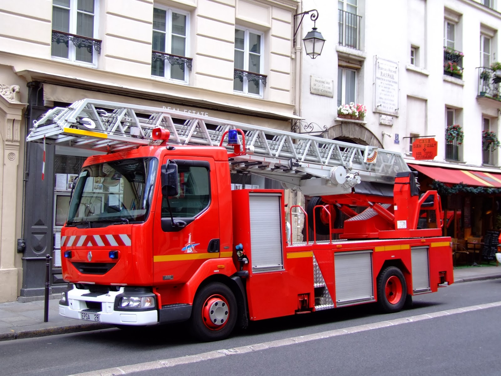 Pompiers de paris photos v hicules bateaux et divers - Image camion pompier ...