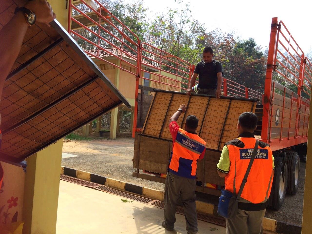 Lensa Niring NGO Sahabat Media Selangor Hulur Sumbangan Kepada Mangsa Banjir Kelantan SMS nohomar