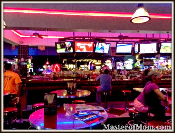 Dave and Buster's Bar, Dolphin Mall, Miami