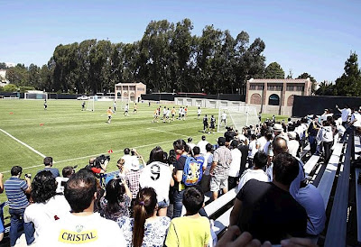 Real Madrid fans looking the team training in U.S.A.