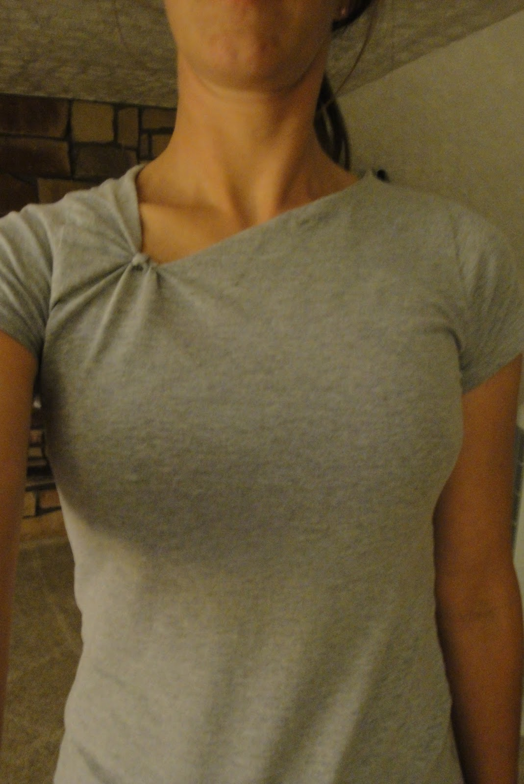 how to cut t shirt v neckline