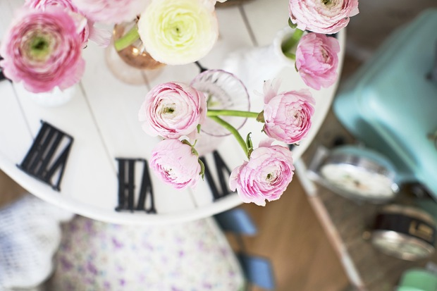 clock table and flowers