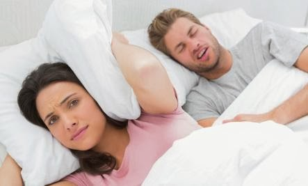 Is Sleeping Separately Good for Your Relationship - man woman snoring - رجل يشخر اثناء النوم