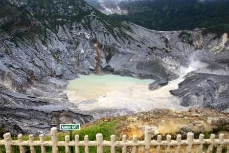 Gunung tangkuban perahu : tempat wisata bandung yang terkenal