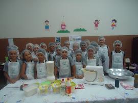 """Os alunos do 4º Ano """"A"""" preparados para iniciar a aula de culinária"""