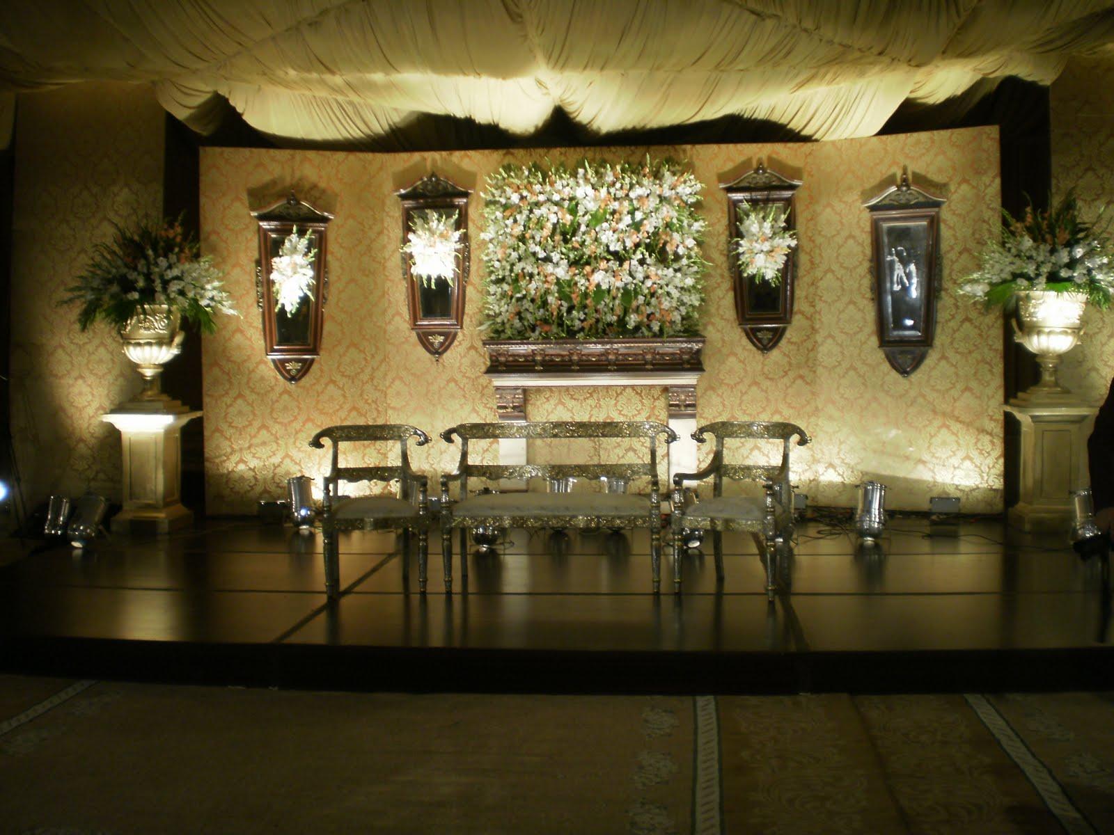 PB210024 - Unique Wedding stage Decoration
