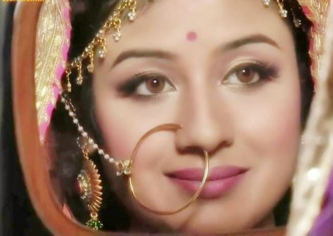 http://3.bp.blogspot.com/-ehL-y6b1-5w/U4M1CTAr1rI/AAAAAAAAAOw/4X2nrNm2dAA/s1600/paridhi-sharma-close-up-wallpaper78.jpg