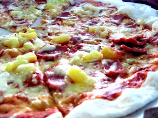 Hawaiian pizza, Davao City, Pizza, Pineapple, Mama Maria's Pezzeria, Hotel Elena, Lanang, Davao delights, davaodelights.blogspot.com