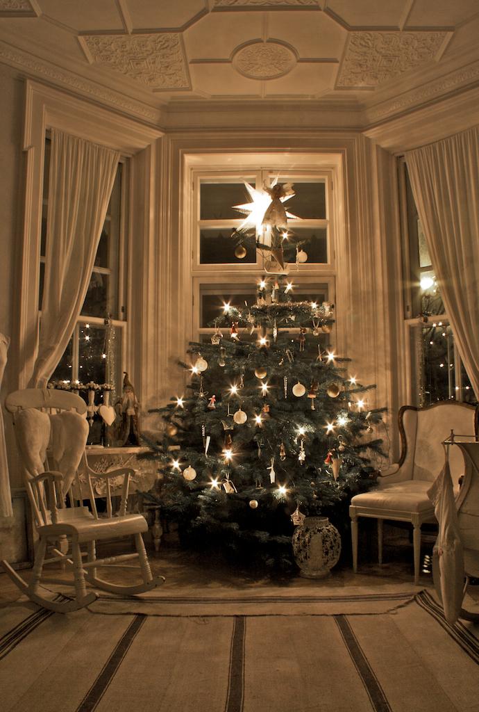 Great Traditional Swedish Christmas Tree 690 x 1024 · 949 kB · jpeg