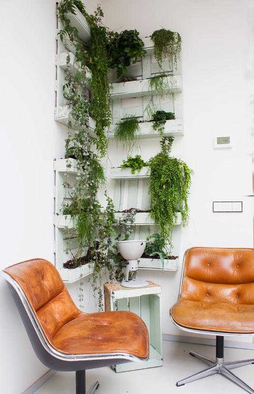 Industrielook zwischen Palette, Obststeige und Designklassiker - charmantes Design zum Wohnen und Leben nicht nur in Amsterdam