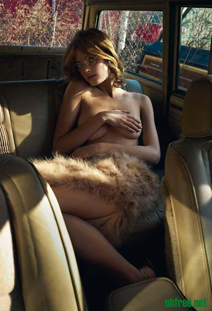 20110214 constance jablonski5 Constance Jablonski Topless in her Car for Purple