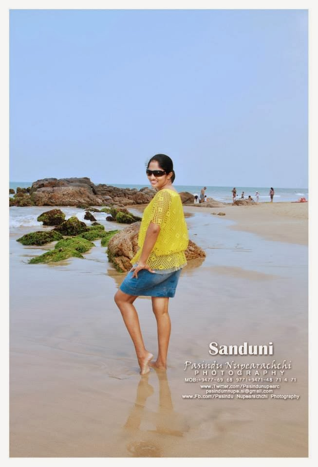 sanduni hot back