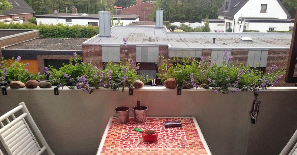 tessimo 39 s balkongeschichten balkonk sten winterhart bepflanzen. Black Bedroom Furniture Sets. Home Design Ideas