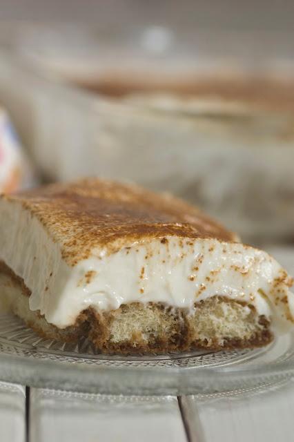 עוגת בישקוטים בקרם מסקרפונה ושוקולד לבן בניחוח קפה