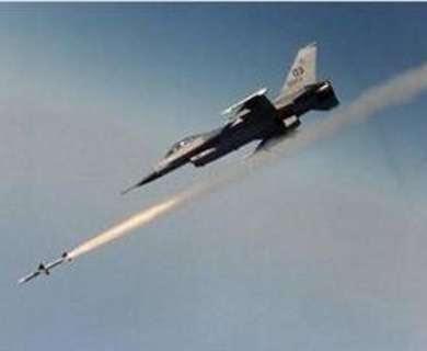wallpaper keren pesawat tempur menembakan roket
