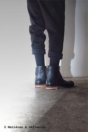 Bottines noir de Craie et pantalon Honnête de Roman Noir