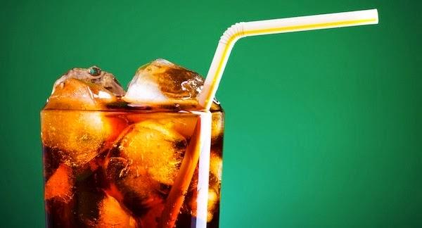 Beber refrigerantes diet pode aumentar o consumo de snacks