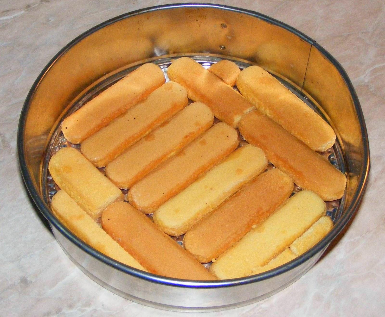 preparare tort de visine si piscoturi, cum se prepara si oeneaza un tort cu visine si piscoturi, retete si preparate culinare dulciuri si prajituri si torturi cu fructe de casa,