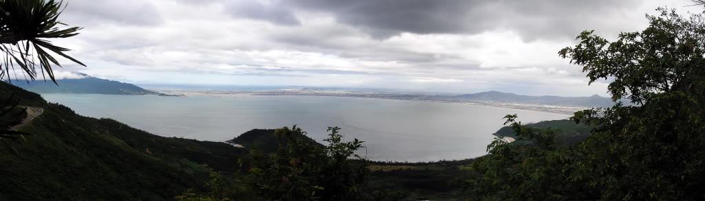 Trên đỉnh đèo Hải Vân nhìn về phương Nam