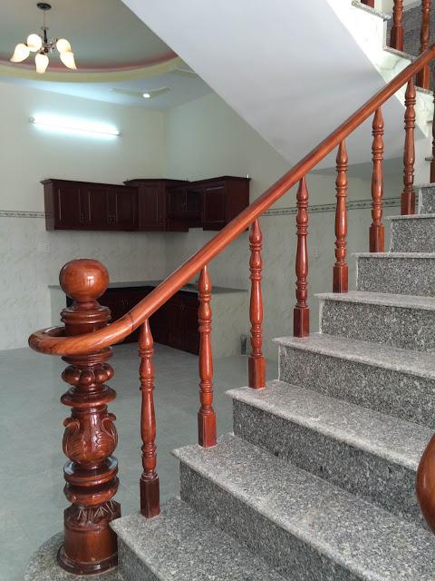 Cầu thang làm bằng gỗ cao cấp