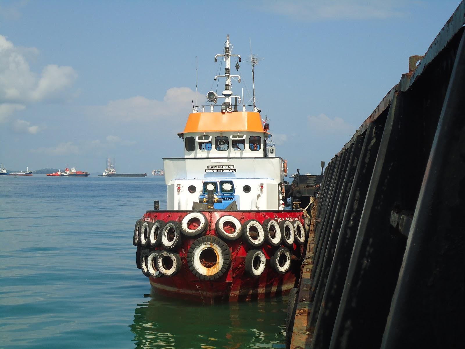 Kapal Tongkang Tabrak Jembatan Dua Barelang Batam