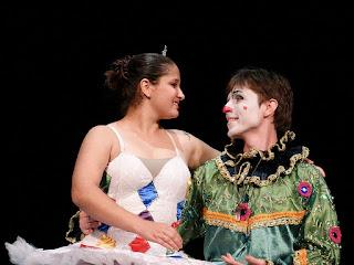 Bailarina e Palhaço, em Festival de Dança, no Theatro Treze de Maio, em Santa Maria
