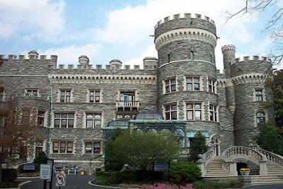 Arcadia University Grey Towers Castle 2 - 7 Gedung Sekolah Berbentuk Unik di Dunia