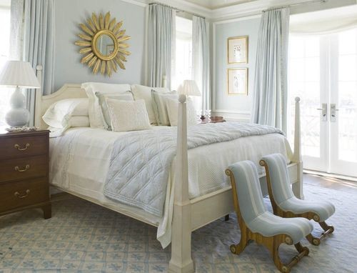 the white bed lightens up the space while the wood side table grounds