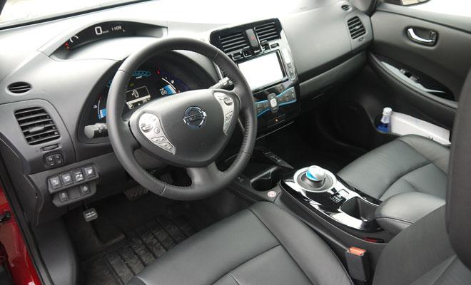 2013 Nissan Leaf front interior